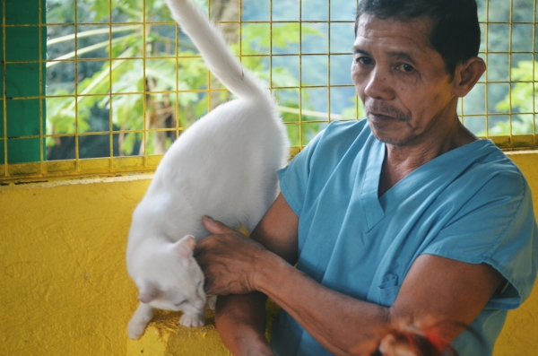 Meet Kuya Eddie who assisted me inside the Cattery.